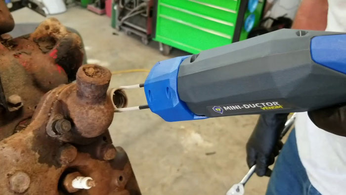 how to remove rusted bolts without heat